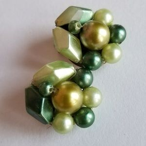 Vintage green bead cluster earrings clip back gold